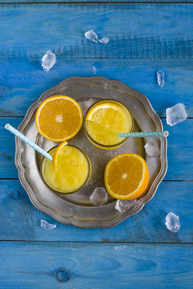 drink z sokiem z ananasa