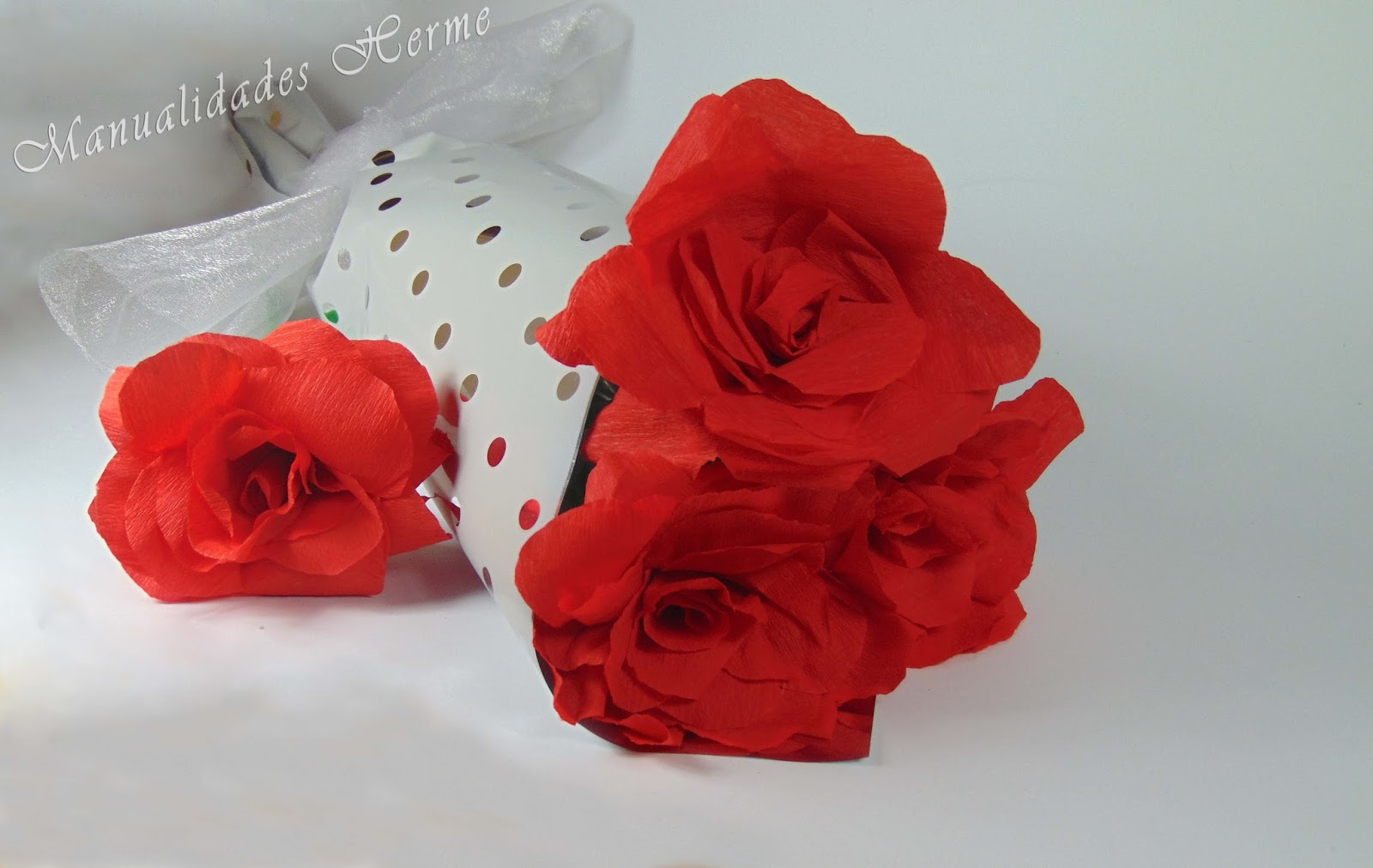 lo bueno de stas rosas es que nunca se marchitarn si no las vas a regalar quedarn estupendamente en un jarrn en una estancia de la casa como - Como Hacer Rosas De Papel
