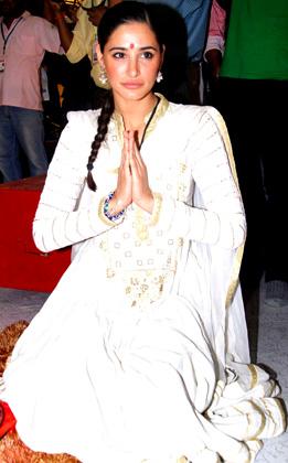 Nargis Fakhri visits Andheri Ka Raja Ganpati