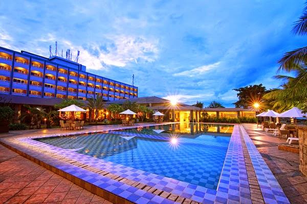 Kolam Renang dan Hotel Pangeran Tanpak Belakang Gedung