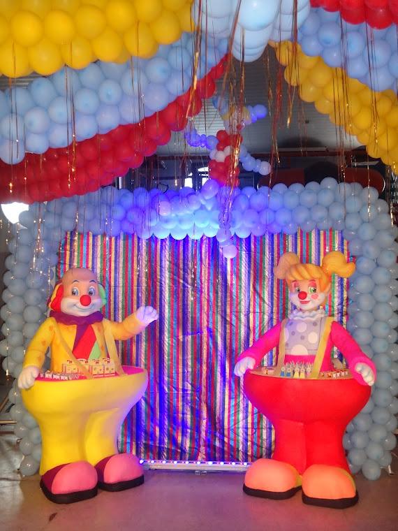 novos palhaços p/um circo cheio de novidades...
