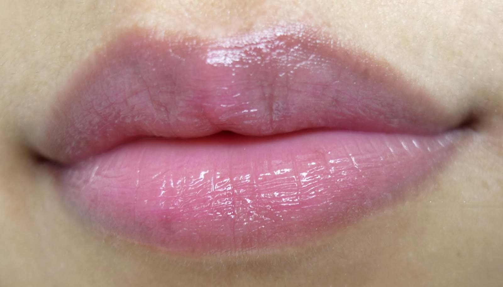 If Your Lips Are Ched Or Dry Lipstick Will Go On Unevenly And Fade Away Fast Tiny Lines Around The Mouth Can Trap Color