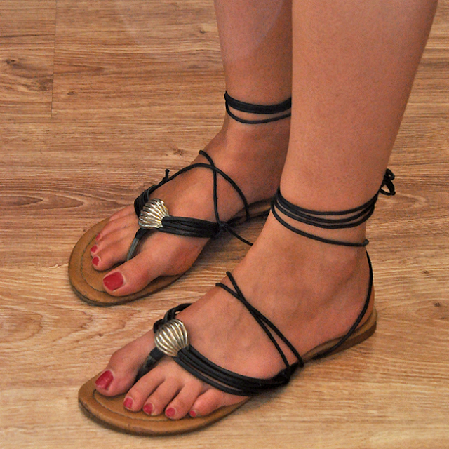 DIY: Wiązane sandałki