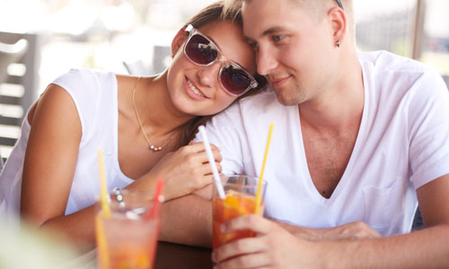 5 Tips to Know If She is The One,man woman love romance drinking juice