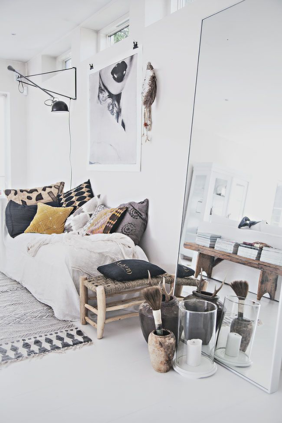 Decor trend: Floor mirrors | Image via Helt Enkelt.