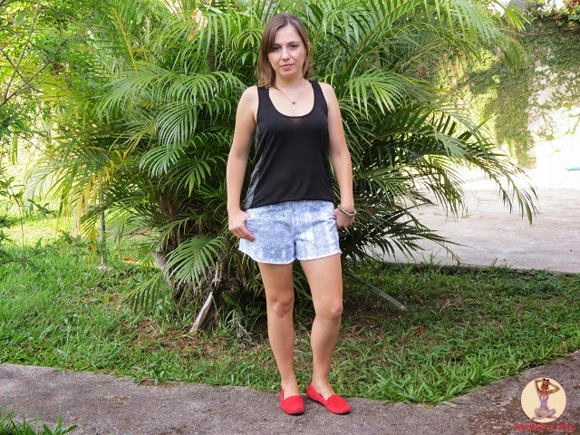 Look blusa preta + short animal print