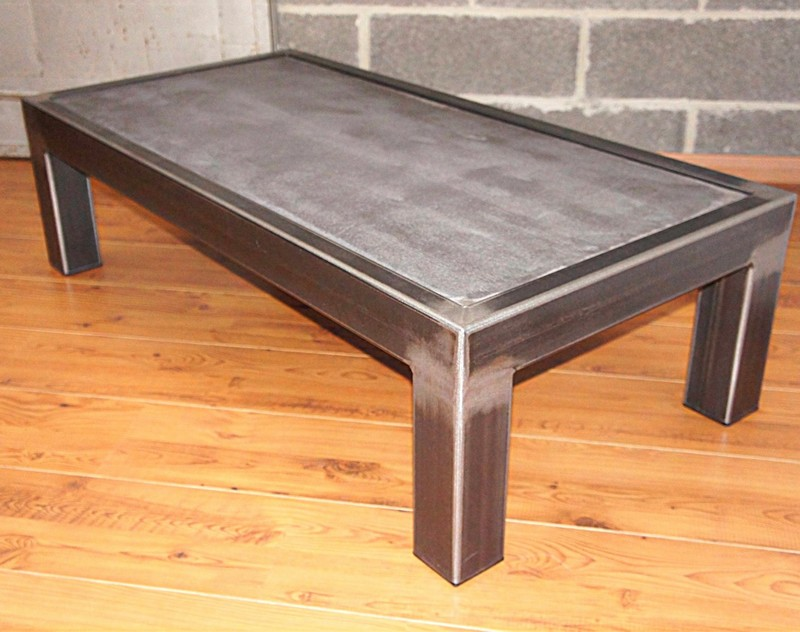 Table beton com la table b ton et acier brut for Table basse acier design