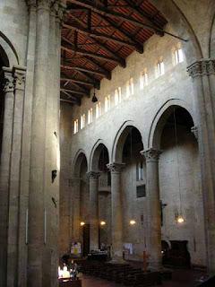Campata in una chiesa o basilico è lo spazio racchiuso tra quattro colonne