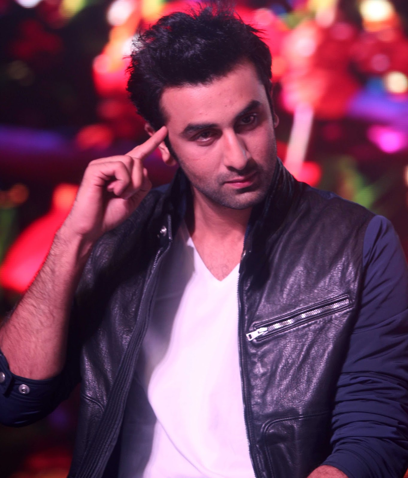 http://4.bp.blogspot.com/-P-tiPRowCXM/UinA34ym6_I/AAAAAAABiQI/aBRgOlj_MwM/s1600/Ranbir+Kapoor+at+the+launch+of+song+%2527Aare+Aare%2527+from+movie+%2527Besharam%2527+%25281%2529.JPG