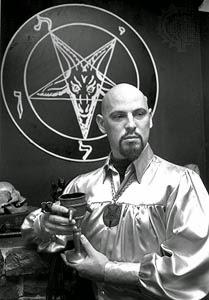 Anton Szandor Lavey, fundador de la Iglesia de Satán.