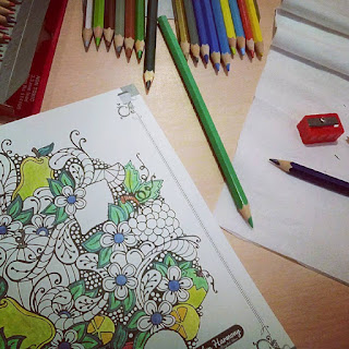 Rasanya Saya Tidak Bisa Berhenti Sampai Melihat Hasil Akhirnya Bayangkan Saja Membawa Seluruh Pensil Warna Dan Buku Gambar Ke Resto