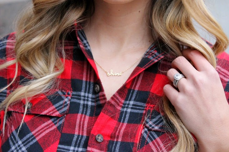 blonde ombre hair color - rocksbox gold shine necklace