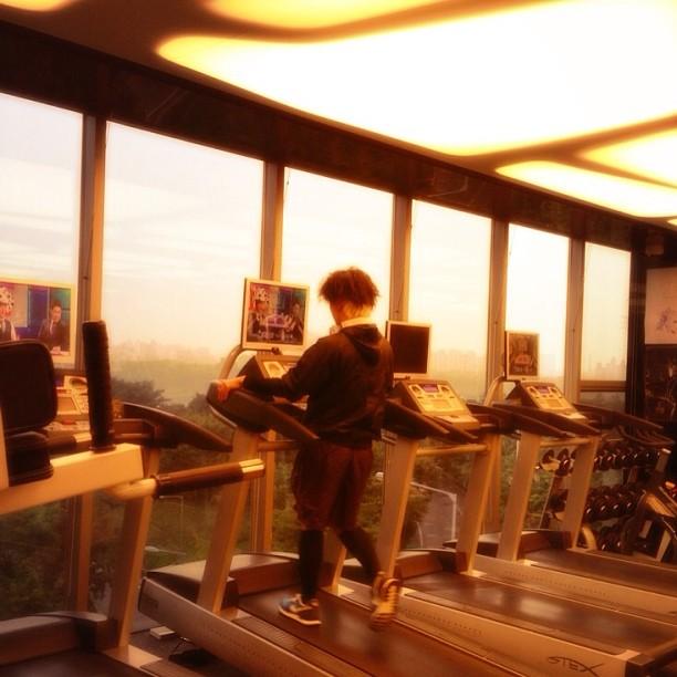 [PICS] 130912 Taeyang Working Out @ YG Gym [1P]