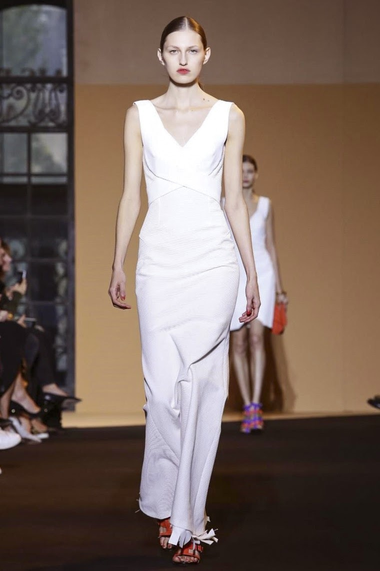 Roland Mouret spring summer 2015, Roland Mouret ss15, Roland Mouret, Roland Mouret ss15 pfw, Roland Mouret pfw, Roland Mouret  ss15, pfw ss15, pfw, pfwss15, pfw2014, fashion week, paris fashion week, mode a paris, du dessin aux podiums, dudessinauxpodiums, vintage look, dress to impress, dress for less, boho, unique vintage, alloy clothing, venus clothing, la moda, spring trends, tendance, tendance de mode, blog de mode, fashion blog,  blog mode, mode paris, paris mode, fashion news, designer, fashion designer, moda in pelle, ross dress for less, fashion magazines, fashion blogs, mode a toi, revista de moda, vintage, vintage definition, vintage retro, top fashion, suits online, blog de moda, blog moda, ropa, asos dresses, blogs de moda, dresses, tunique femme,  vetements femmes, fashion tops, womens fashions, vetement tendance, fashion dresses, ladies clothes, robes de soiree, robe bustier, robe sexy, sexy dress