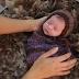 Khi bé sơ sinh làm dáng chụp ảnh nghệ thuật