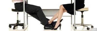 十二星座男女在何種狀況下會產生辦公室戀情?