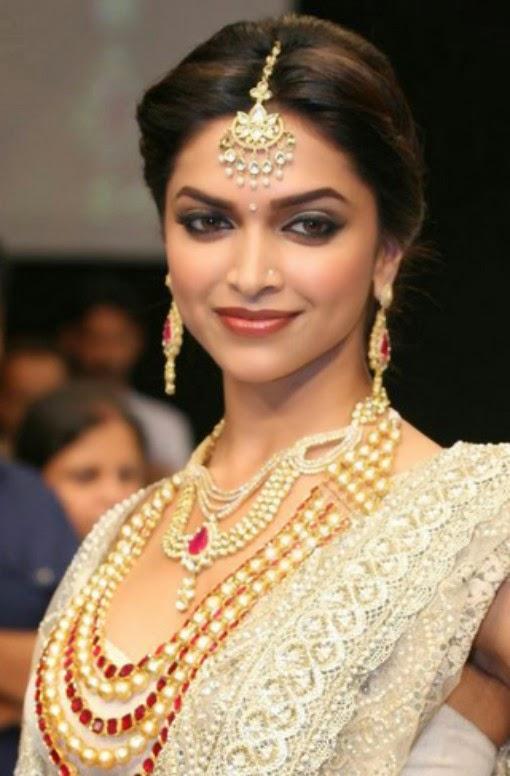 Deepika padukone in white saree with jewellery