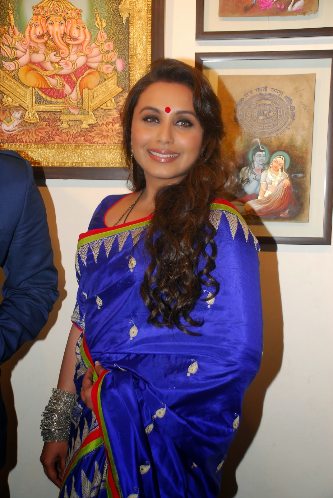Rani Mukerji inaugurates Suvigya Sharma's art exhibition