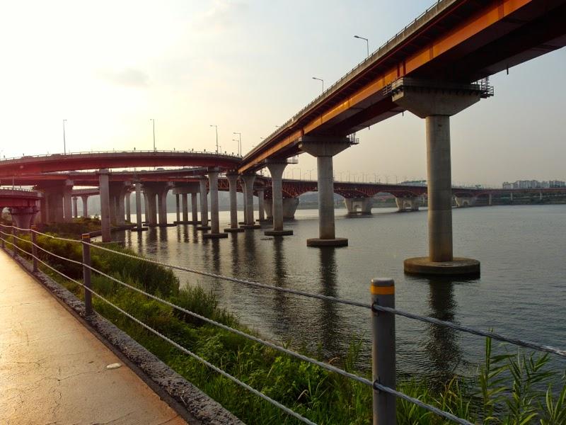 Ewha Summer Studies Banpo Bridge Park Hangang Cycling Seoul South Korea lunarrive travel blog