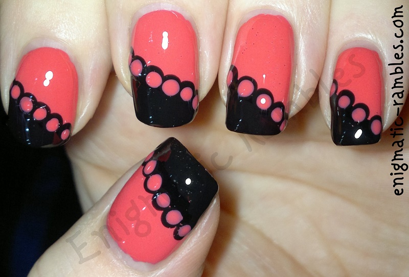 peach-lace-nails-dotting-tools-interlaced
