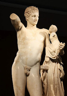 Hermes con Dionisos niño. Obra de Praxiteles. Escultor Griego del siglo IV AC. Turismo en Grecia. Grecia