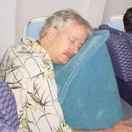 almohada para dormir en el avion
