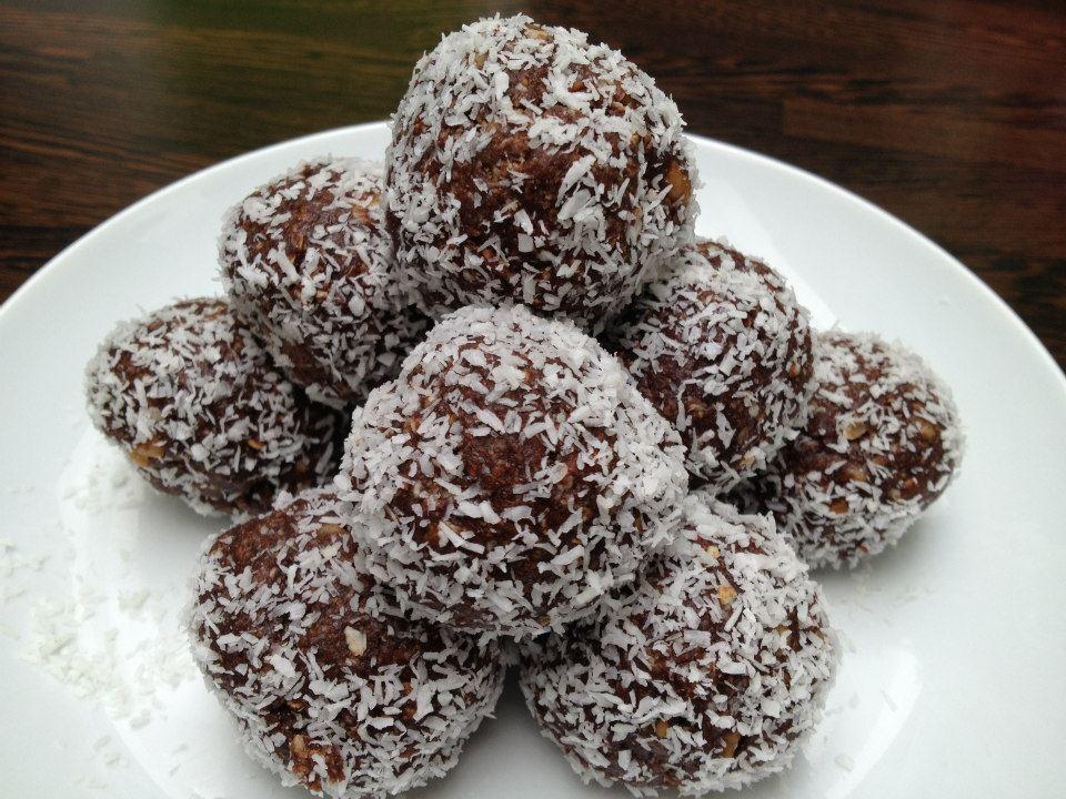 Chocolate - coconut protein balls