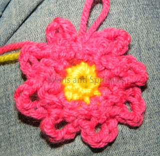 Swirls and Sprinkles: crochet loopy flower free pattern