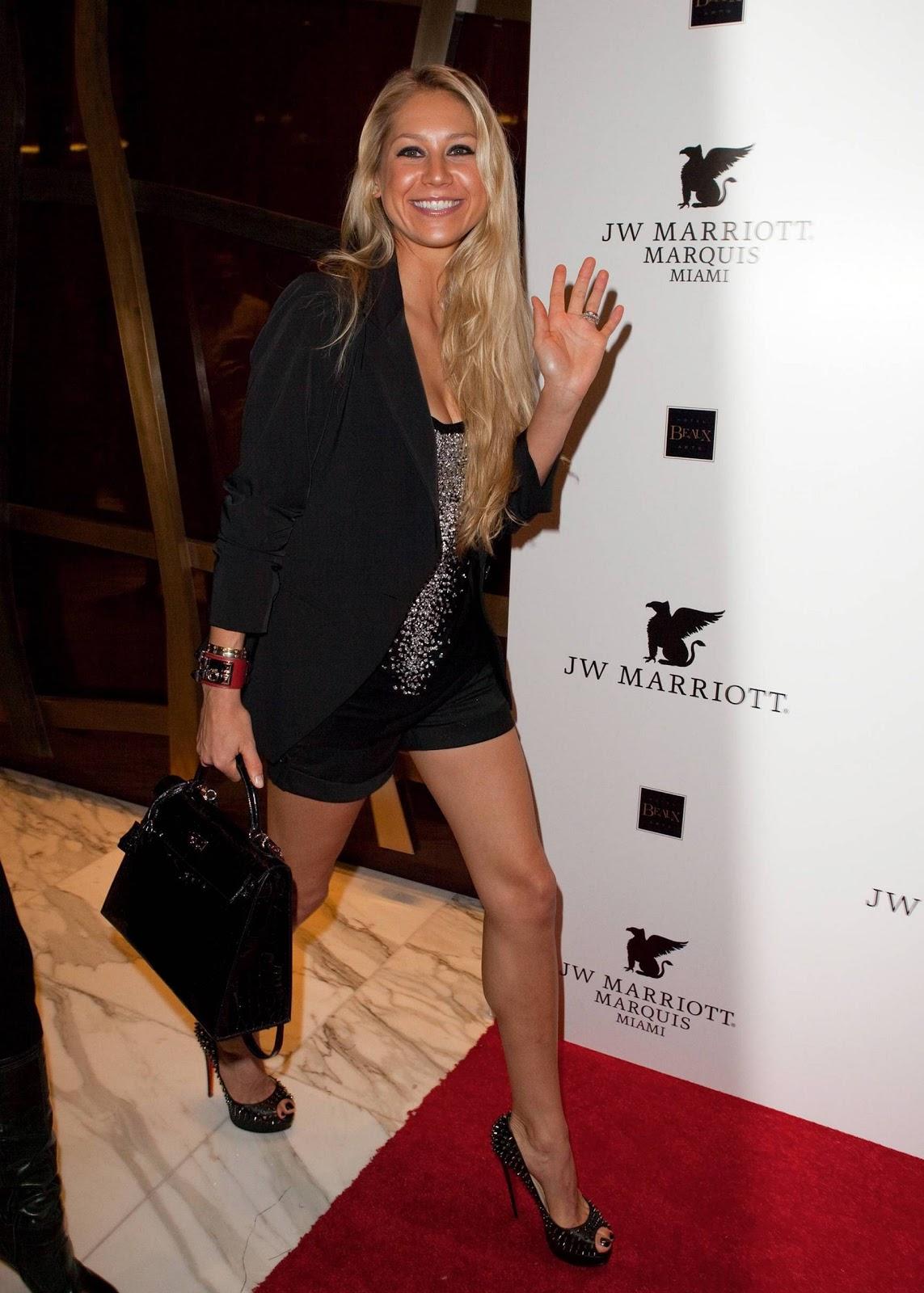 http://4.bp.blogspot.com/-P2cMMwC7u-M/TbaY3SbSMFI/AAAAAAAAAYE/eCA2iEy8IGg/s1600/Anna+Kournikova_Bikini-HQ+%25285%2529.jpg