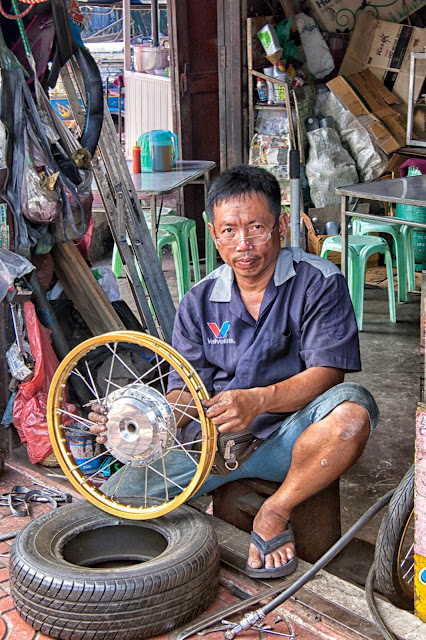 The Motorcycle Mechanic, Chinatown, Bangkok