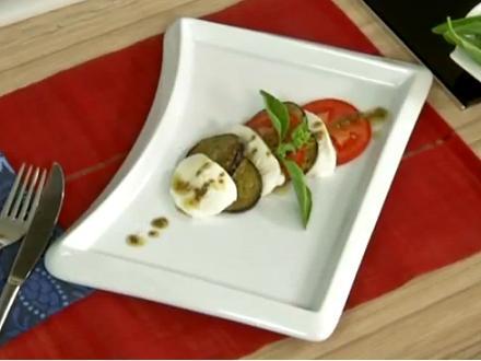 Domatesli ve Patlıcanlı Mozzarella Salatası - Videolu Tarifi