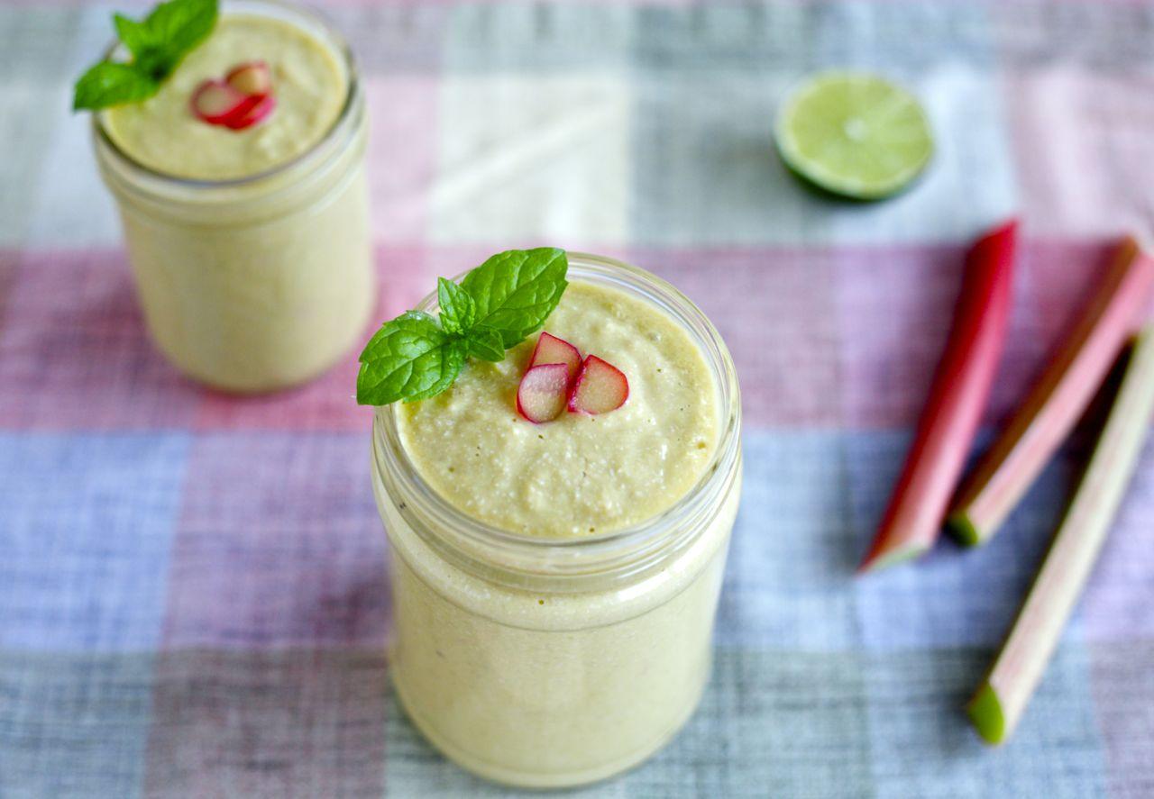 Creamy Mango & Rhubarb Smoothie