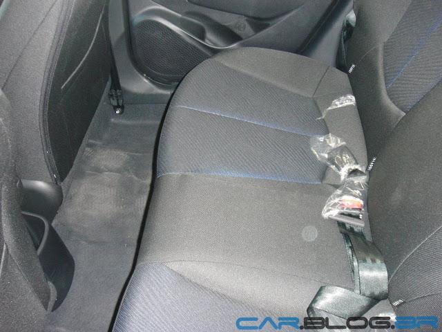 carro HB20 Hyundai Automático - espaço traseiro