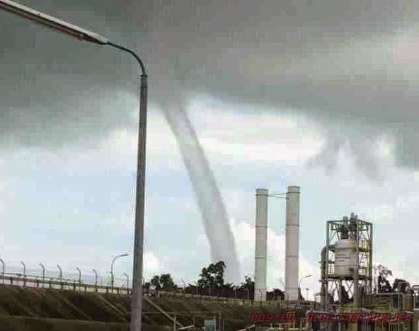 GEMPAR Apabila Puting Beliung Di Bintulu Sarawak Pulak VIDEO
