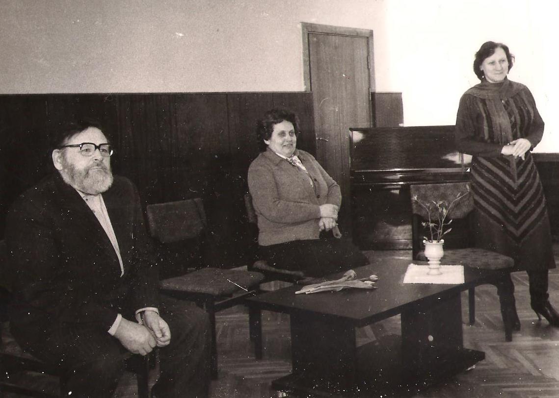 1987. g. 5. maijā Vallē notika tikšanās ar rakstniekiem Māru Svīri un Vladimiru Kaijaku