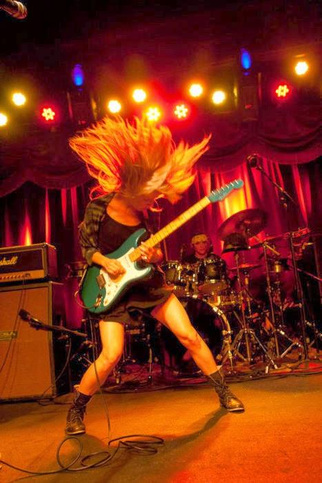 Ume - Lauren Larson Guitarist