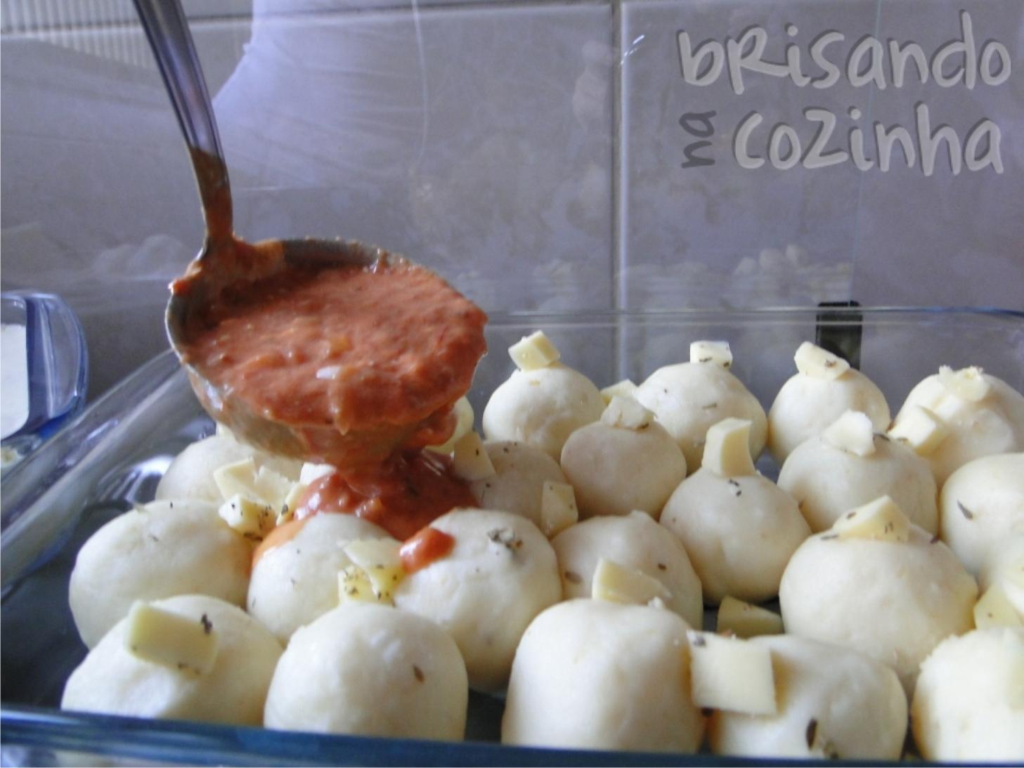 http://www.brisandonacozinha.com/2011/04/nhocao-recheado-com-queijo.html