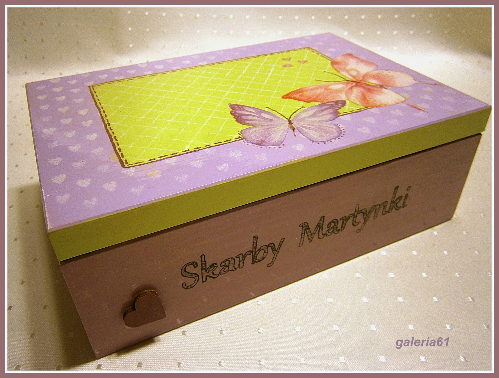 skrzynka decoupage dla dziewczynki, motyle, serduszka, szkatułka