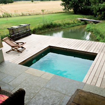 Modelos de piscinas peque as para bajos presupuestos y for Terrazas para piscinas elevadas