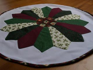 Drezdai tányér patchwork karácsonyi asztalközép