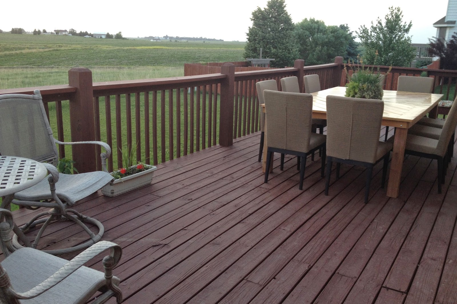 Diy why spend more build your own outdoor table for Build your own patio table