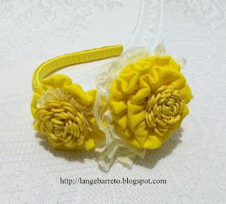 Tiara com flores artesanais