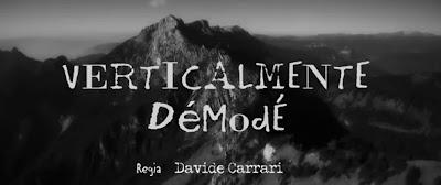 """Immagine in b&n raffigurante la scritta """"verticalmente démodé"""" sullo sfondo di una montagna"""