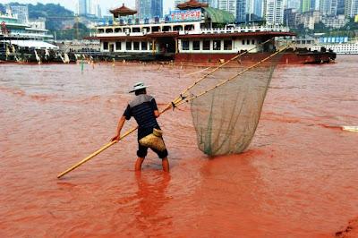sungai yangtze bertukar merah3