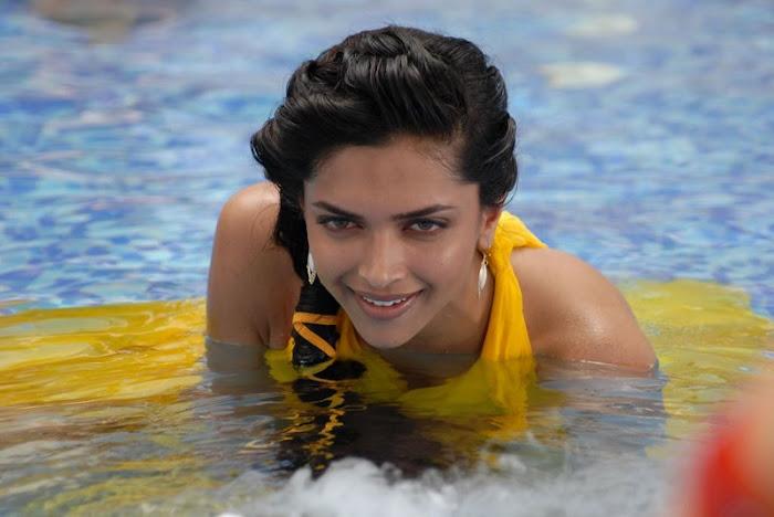 deepika padukone test spicy actress pics