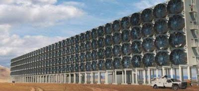 Τεράστιος τοίχος με ανεμιστήρες μετατρέπει διοξείδιο του άνθρακα σε καύσιμο