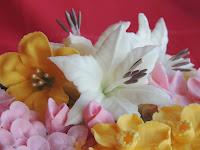 Tarta de Flores: petunia, lirio y narciso