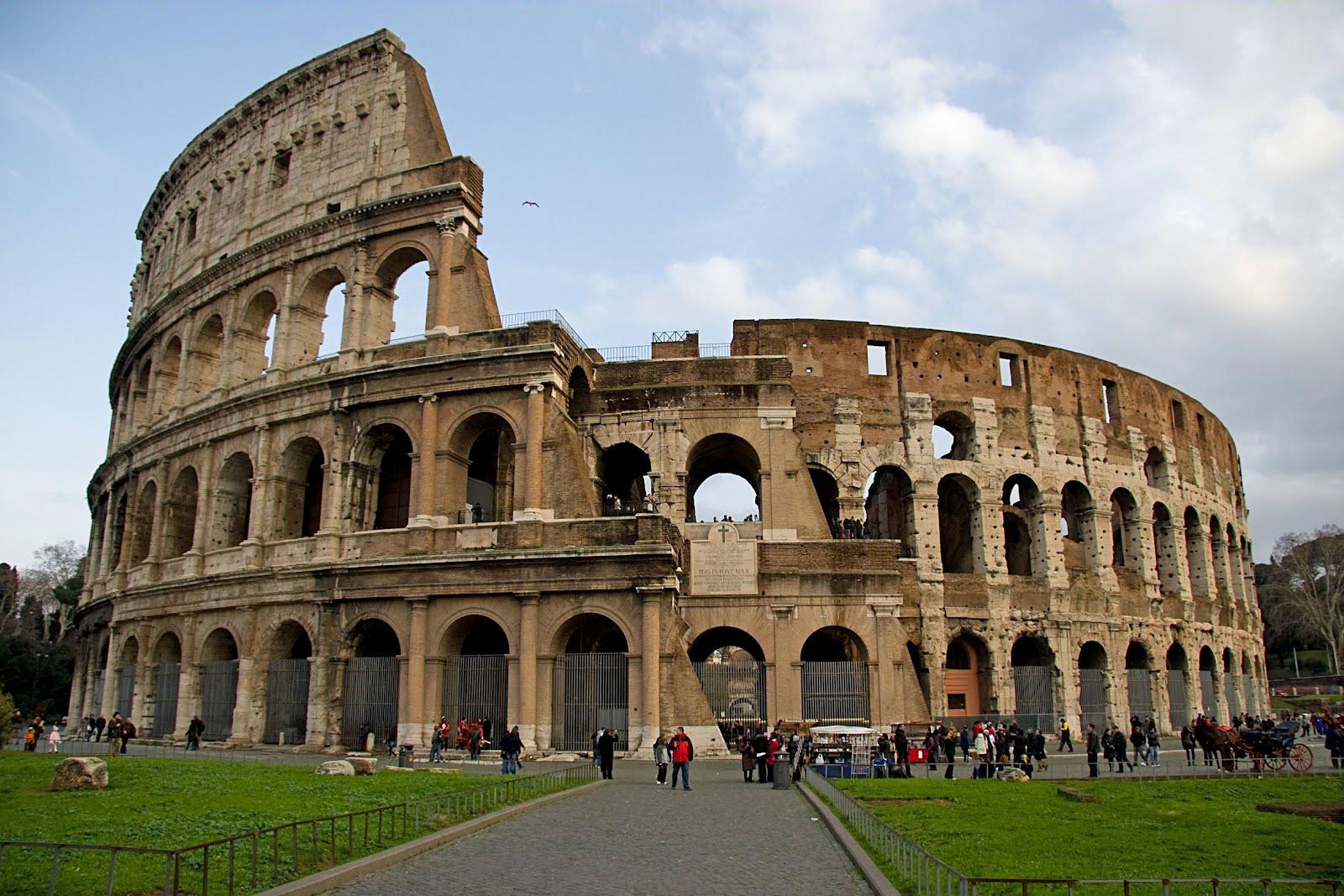 Banco de im genes vista del coliseo de roma ejemplos de for Imagenes de arquitectura