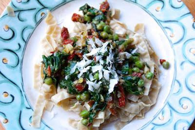 Spring Pea Pesto Pasta | www.kettlercuisine.com