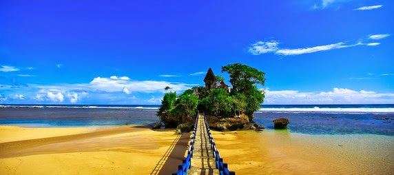 Pesona Indahnya Objek Wisata Pantai Balekambang
